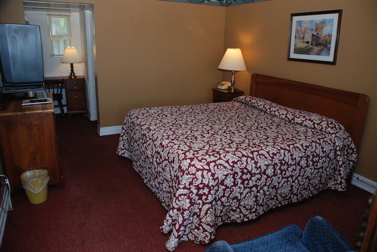 King Room bedroom