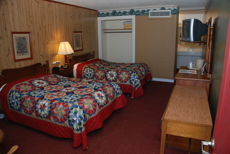 2 Doubles room with patterned quilts